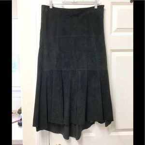 Gorgeous Cabi suede hi-lo skirt! 🖤